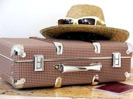 Nýtované kufry Kazeto